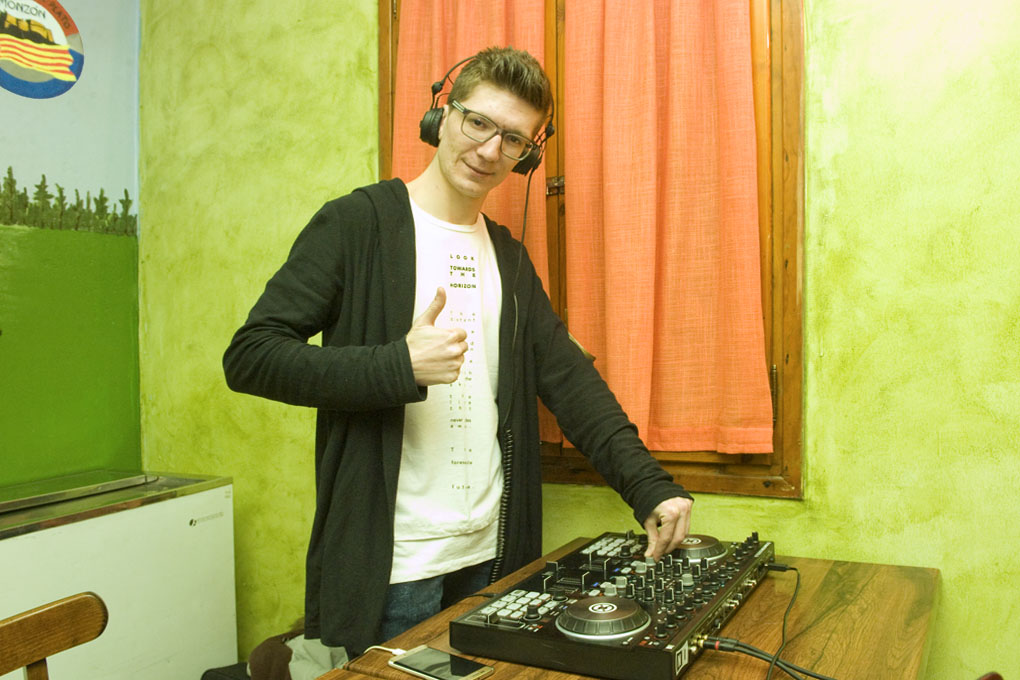 CLUB DE TIRO AL PLATO MONZON BIENVENIDA EN EL RESTAURANTE CON DJ ALEX BLEJAN